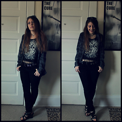 Lee Nicole - Hot Topic Wolf Pentagram Tank, Hot Topic Studded Grey Flannel, Forever 21 Black Skinny Jeans - Wolf Moon