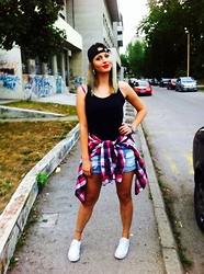 Ena Hadziibrisevic -  - They see me rollin they hatin :D