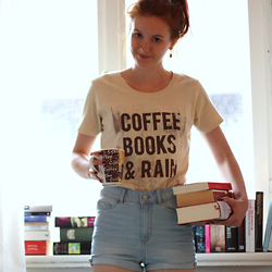 Eva Fi - Likoli Shirt, H&M High Waisted Shorts - Coffee, Books & Rain