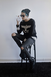 Asmodeus Moonlight Hel - Boy London Hockey Top, Levi's® Black Ripped Jeans, Yru Qozmo Sky Black, Undisposed Clothing Studded Beanie, Urban Outfitters Black Sunglasses - BOY LONDON
