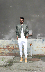 NIIMA BOA -  - Bomber Jacket And An All White Look