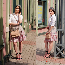 Anna Puzova - Veretteno Head Crown, H&M Shirt, Atelier Kristine Skirt, New Look Bag, Bakers Sandals - Atelier Kristine and Veretteno