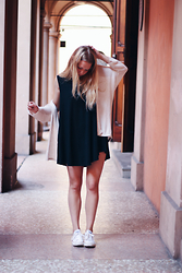 Nina Heutinck - Brandy Melville Usa Black Dress, Brandy Melville Usa Caroline Cardigan, Converse White All Stars - I heard the streets were paved with gold