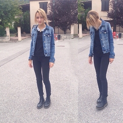 Alexandra C - Dr. Martens Basic Doc, H&M High Waisted Black Jeans - All black everything
