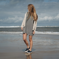 Catherine - Brandy Melville Usa Dress, Superga Sneakers - Beachin' it