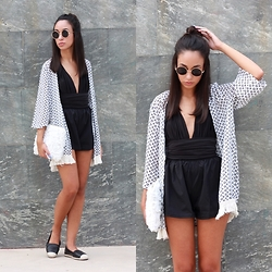 Esther L. - Wholesalebuying Aztec Print Kimono, Wholesalebuying Floral Clutch, Wholesalebuying Multi Shaped Bodysuit, Wholesalebuying High Waisted Shorts, Giant Vintage Lenon Sunglasses, Missguided Espadrilles - Aztec print kimono