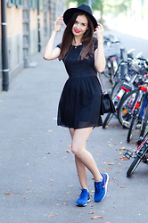 Mariya Marinova - H&M Dress, Nike Sneakers - Around the streets of Konstanz.