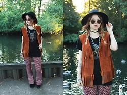 Amy Allatt - Urban Outfitters Suede Waist Coat, Topshop Bell Bottoms, Asos Eagle T Shirt, Claire's Coin Necklace, Etsy Concho Choker, Boohoo Boots, Primark Fedora - Woodstock