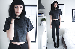 Amelia Goldie - We Are Cow Speckled Crop Top, Topshop Black Joni Jeans - Speckled and metal.