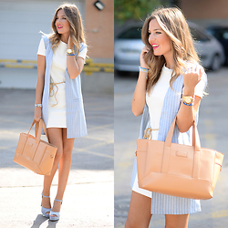 Helena Cueva - Fashion Pills Waistcoat, Zara Dress, Zara Sandals, Gloria Ortiz Handbag - Itemu Denim Waistcoat