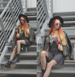 Liza LaBoheme - Pink Floyd Dress, Vintage Studded Leather Jacket, Humanic Studded Boots, Moon Choker, Sunglasses - Midnight in the garden of good and evil