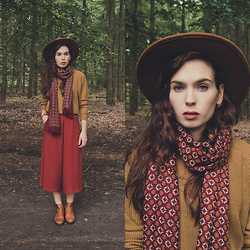 Silvy De Jong - Sacha Chelsea Boots, H&M Hat, Pull & Bear Sweater, Pull & Bear Pants - Drag your heart to the place where it belongs