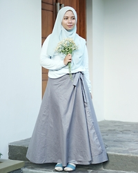 Noor Isma Rosanti - Uniqlo Blue Cardigan - Romantic Blue