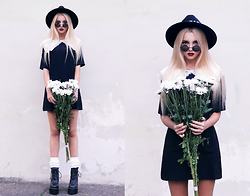Krist Elle - Poppy Lovers Fashion Black Dress, Freyrs Round Sunglasses - BLACK DRESS