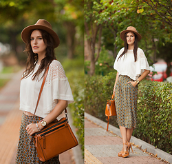 Viktoriya Sener - Larmoni Blouse, Larmoni Pants, Filippo Loreti Watch, Black Five Bag, Zara Hat, Sante Shoes Sandals - FEELING AUTUMN