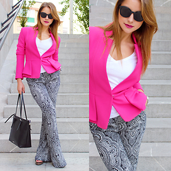 Carmen Antal -  - How to use printed flare pants 4