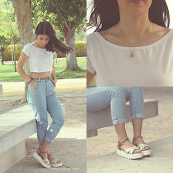 Adriana R. - Pineapple Necklace, Pull&Bear Jeans - HIGH WAIST JEANS AND A PAIR OF SANDALS
