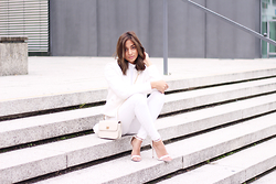 JANIKA BUBELA - Mango Blazer, H&M Turtleneck Top, Mango Skinny Jeans, C&A Handbag, Asos Shoes - Shades Of White