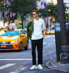 Chaby H. - H&M White T Shirt, H&M Black Trousers, Adidas Stan Smith - Simple look