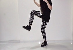 Si Qi T - Koovs Grid Leggings, Underground Wulfrun Creepers, Long Clothing 2 Tone Oversized Tee - Grid Rex