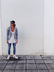 Richy Koll - Skateboard, Nike Blazer, Cheap Monday Jeans, H&M Tank Top, H&M Sweatshirt, Asos Backpack, Ray Ban Glasses, Obey Cap - Skater boy.