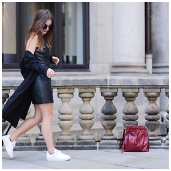 Sonja Shoppisticated - H&M Dress, H&M Trenchcoat, Adidas Sneakers, Zara Bag, Le Specs Shades - Black Leather vs. White Sneakers