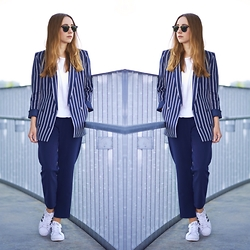 Clean Couture Lu - H&M Blazer, Class Hose, Adidas Sneakers, Ray Ban Sunnies - Der Doppelreiher im loose fit Look