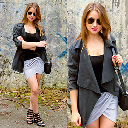 Carmen Antal -  - Kimono jacket and asymmetrical mini skirt