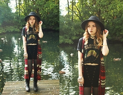 Amy Allatt - Primark Fedora, Primark Tights, Amazon Western Cow Boy Boots, Electric West Tee, Homecookedkarma Velvet Laceup Shorts, Etsy Concho Choker, New Look 70s Vest - Dessert Dreaming