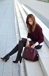 Barbora Ondrackova - Givenchy Antigona - DOUBLE BURGUNDY