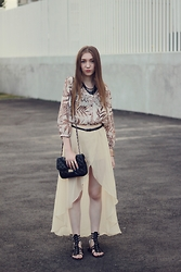 Andreea Miclăuş - Insanejungle Skirt, Caramel.Ro Bag, Yoins Necklace, Romwe Rings - \\creamy remnants through the waves