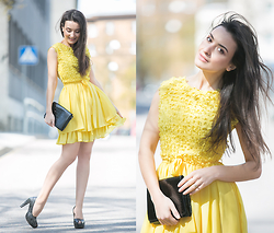Lucine A - Waggon Paris Yellow Dress, H&M Black Clutch, Glitter Shoes - Yellow Girlish Look