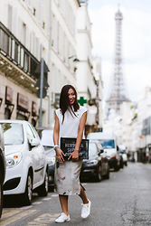 Thythu NGUYEN - Zara White Top, Zuki Print Skirt, Herschel Supply Company Black Clutch - The Lovely Paris