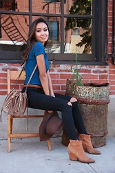 Linh Niller - H&M Teal Tshirt, Violet Ray Bucket Bag, Topshop Black Skinny Jeans - Casual in Brooklyn