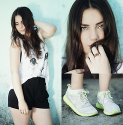 Dominika Religa -  - Cat's top and nike shoes