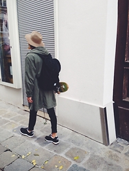 Richy Koll - Nike Sneakers, Edwin Jeans, H&M Parka, Herschel Backpack, Rythm. Hat - Soon more pictures...