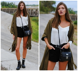 Yulia Sidorenko - Choies Sweater, H&M Boots, Oasap Socks, Oasap Poncho Cape, Nanet Bag, Mango Shorts - Indian summer