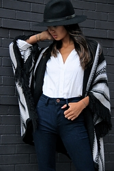 Linh Niller - Margaret O'leary Cashmere Poncho With Fringe, Black Felt Fedora, J.Crew White Linen Shirt, Dl1961 Denim High Waisted Skinnys - Minimal Meets Western