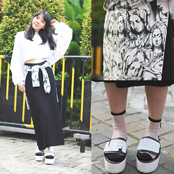 Valerie Samantha - Identite Knit Skirt, Inch Kaweka, Eleven Paris Maria, Stupkid Left Right, Uniqlo See Through Socks - Maria Maria