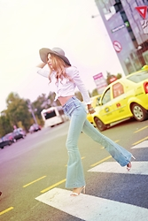 Luana Codreanu - Zara Sandals, H&M High Waisted Jeans, H&M Hat, Alexander Wang White Shirt - Back to 70's