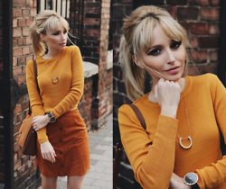 Chloe From The Woods - Sheinside Brown Buttons A Line Skirt Suede, Chapterten Watch, H&M Suede Bag - Yellow Flavour