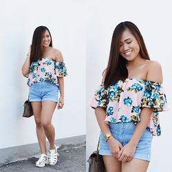 Fae Maaliw - Rosegal Off Shoulders, Levi's® Shorts, Subdued Chunky Sandals - I Am RoseGal