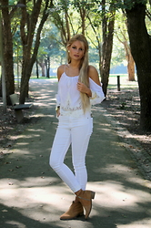 Cátia Sousa - Dress In Blouse, Spartoo Boots - Whiteoffshoulder