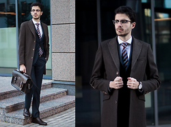 Artem Arutyunov - Guess Coat, Massimo Dutti Suit, Cambridge Satchel, Loake Brogues, Ray Ban Glasses, Daniel Wellington Watch - Autumn in Moscow