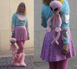 Alison Videoland - Indyanna Hole Crop Top, Black Milk Clothing Brain Skirt, Dollskill Alien Backpack, Fluffywuffy Fluffy Shoes - Aliens love your brain too!