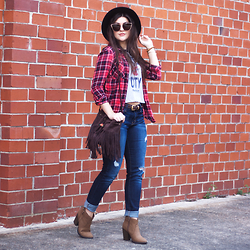Carly Maddox - Aeropostale Flannel, T Shirt And Jeans Fringe Bag - Effortless Fall Staples