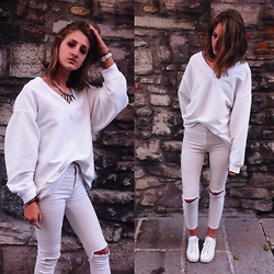 "Greta I. - H&M White Sweater, Pull & Bear White High Waisted Ripped Jeans - ""Coco"" - Ed Sheeran"