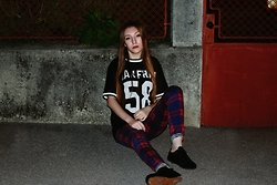 Andreea Miclăuş - Terranova Plaid Pants, H&M T Shirt - //let's fill the empty streets with our dark souls//