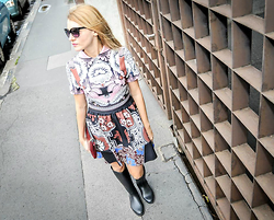 Eugenia Bulah - Marc By Jacobs Sunglasses, Lusio Collar Dress, Use Unused Red Clutch, Black Rain Boots - Indian Summer