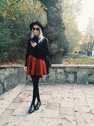 Ana D - Pull & Bear Fedora Hat, Atm Skater Skirt, Essentiel Sweater, Krok Laque Creepers - 028